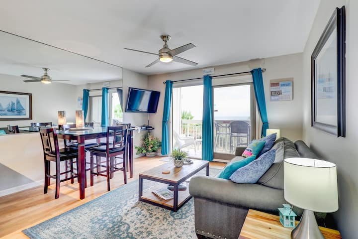 Beautifully remodeled oceanfront condo w/shared pool in North Forest Beach.