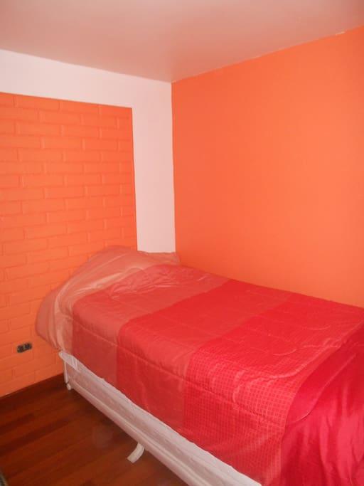Dormitorio con cama nido para 2 personas