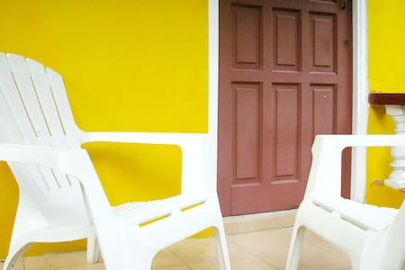 Sunny Yellow: Live Like A Local - Close to Capital - Casa