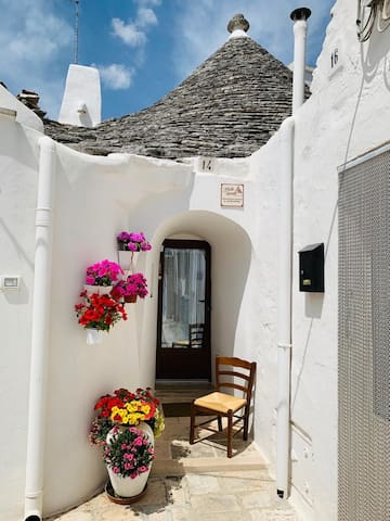 "Splendid ""Trullo Delle Sorelle"" - trulli district"