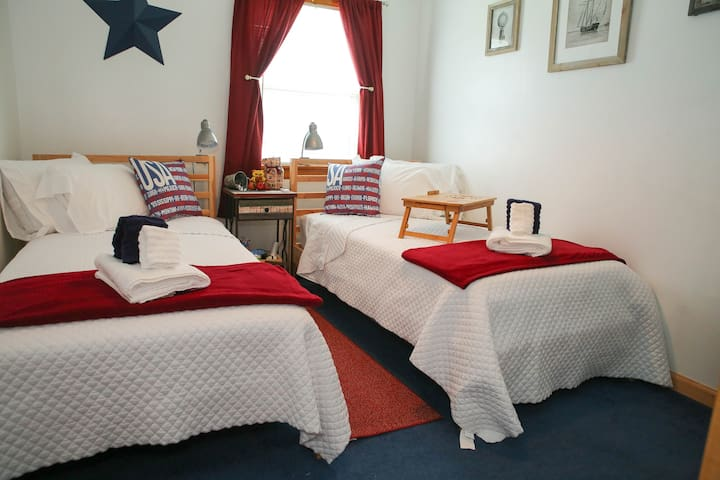 Americana Room/2 twin beds