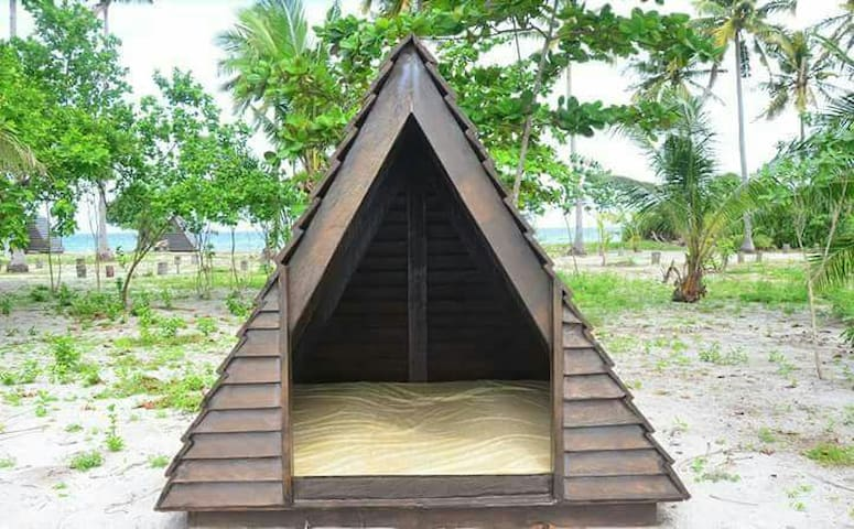 Kalangaman Tipi House 3 with Breakfast for 2