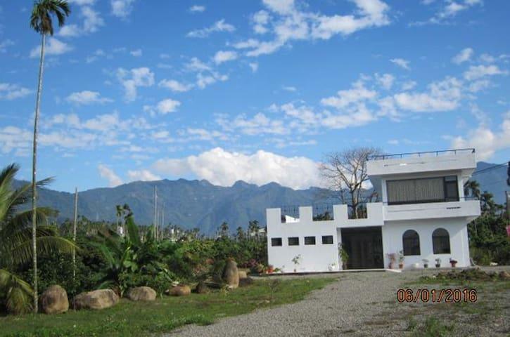 溫馨4人房,阿里山、瑞里、竹崎最新最寬敞民宿,白樹角5號咖啡民宿 - 竹崎鄉