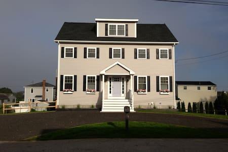 The Beach House - Narragansett - House