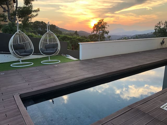 Modern Villa with Pool in Barcelona 5 Rooms
