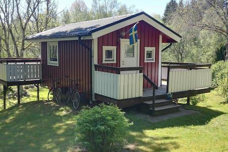 Liten stuga nära naturen 12 km från Borås