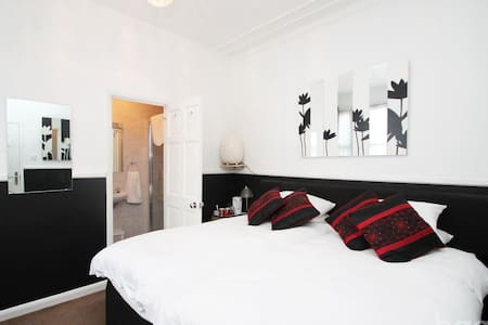 Private Room, literally 2 mins from sea - Southend-on-Sea - Talo