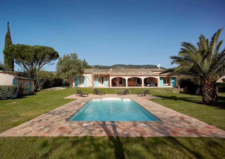 Villa, big secluded property, heated pool, AC