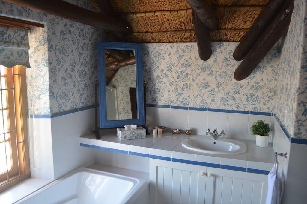 Toilet/bad tilhørende Flower Room.