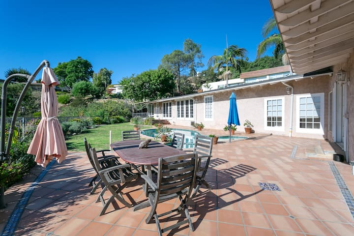 Beverly Hills View Estate - 3 BED 3.5 BA Pool Home