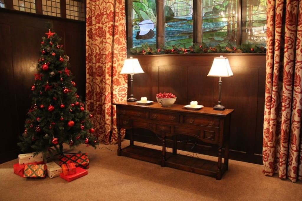Ladstock, Dining Room Christmas Tree, Lakes Cottage Holidays