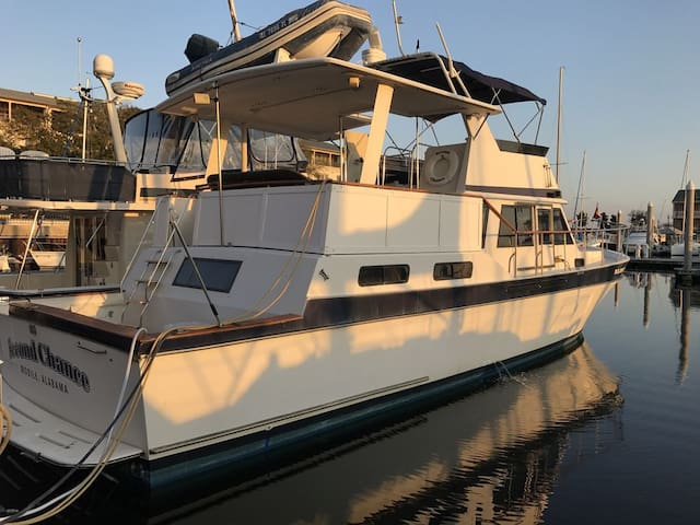 Beautiful Yacht Located Downtown Pensacola