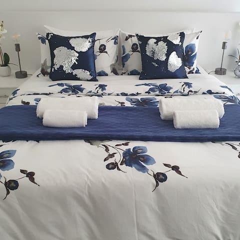 Main bedroom 1 x Queen Bed