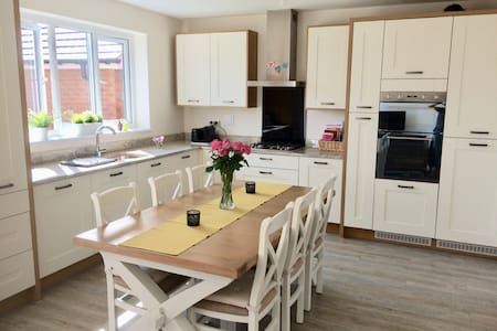 Lovely, spacious and bright home in cardiff