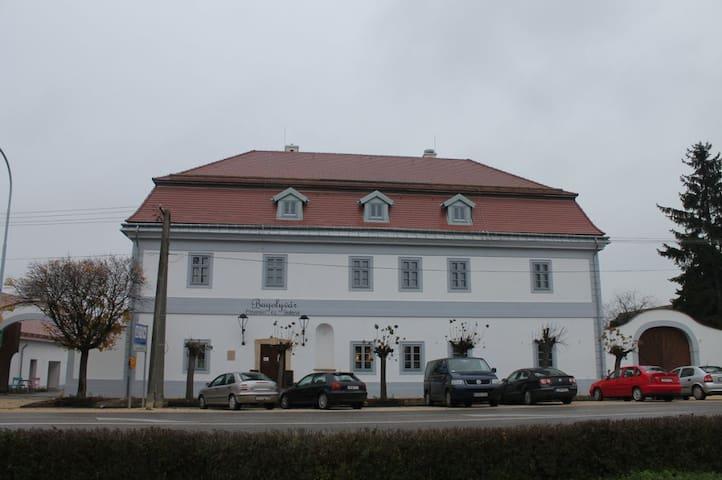 Turista szállás Zircen - Zirc - House