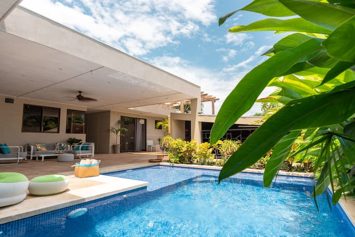 Villa Ayola | Prime Location | 1min walk to beach