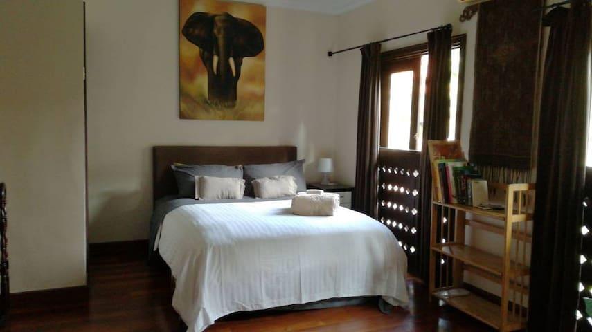 Bedroom 3 has Queen size bed with fine bedding