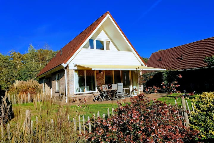Villa located directly beside a fishing and swimming lake, enclosed garden