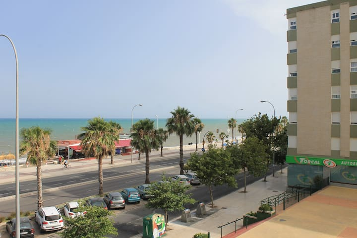 Apartment with parking in front of the beach.