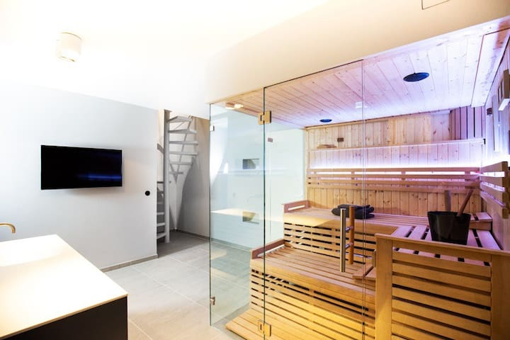 Luxurious Appartment with relaxing sauna area
