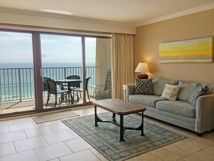 B604 - Perfect location directly on the beach!
