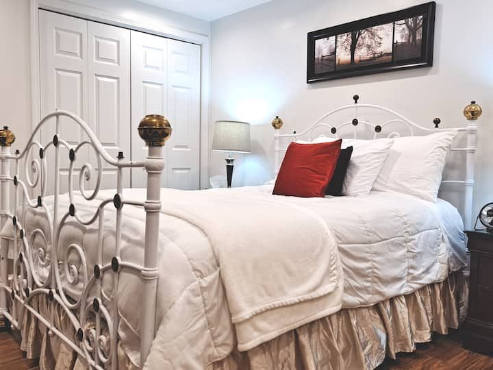 5-Modern and spacious,  peaceful queen sized room