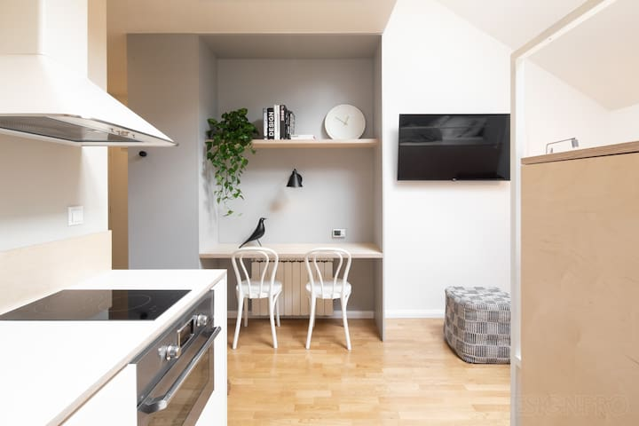 Simple-design, central studio with A/C