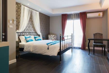 Luxury Studio room Morocco Style - 100m from BTS - Bangkok - Bed & Breakfast