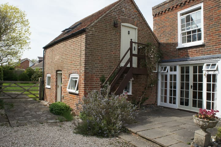 The Annexe - sleeps 2-4 - Hunston