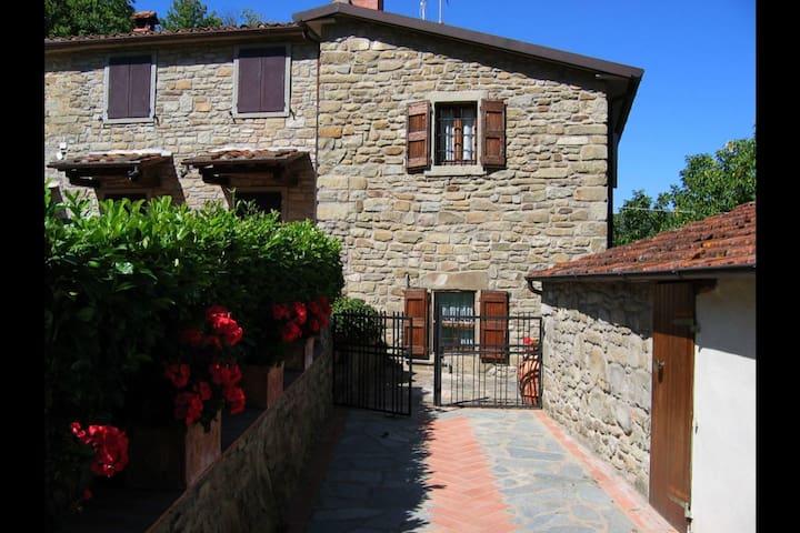 Casa Ciabatti, sleeps 4 guests in Castel Focognano - Castel Focognano