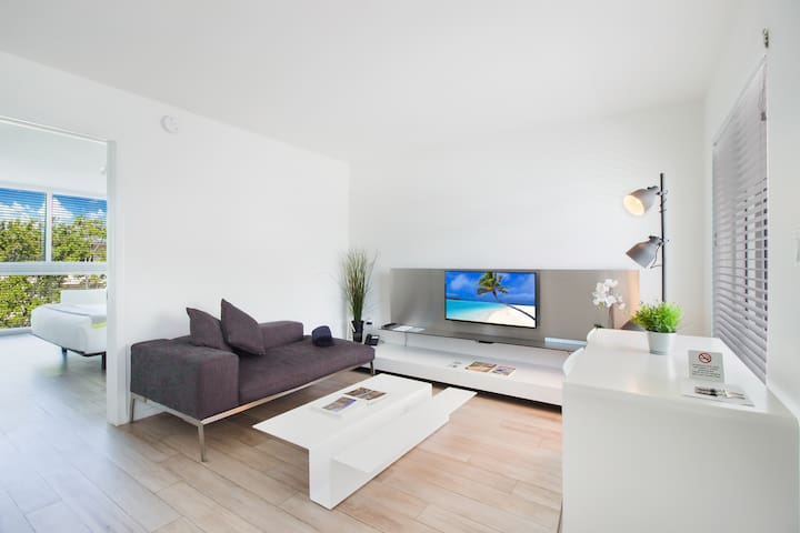 1-Bedroom King size apartment near the Beach