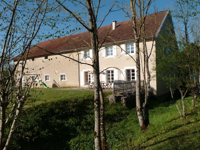 Grande Maison de charme en campagne proche village