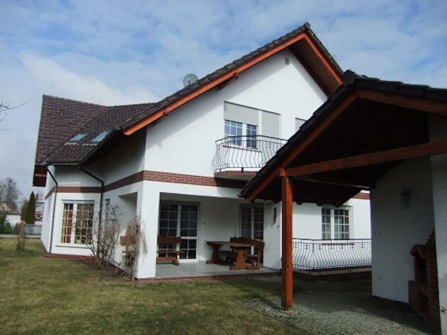 Das Haus von der Gartenseite