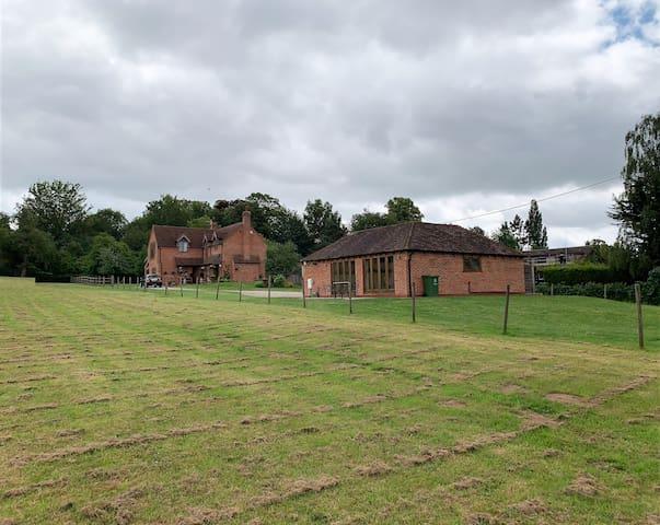 Luxury Modern property close to Stratford &Warwick