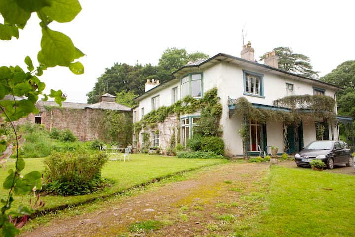Ashley Court - Regency country house - single room