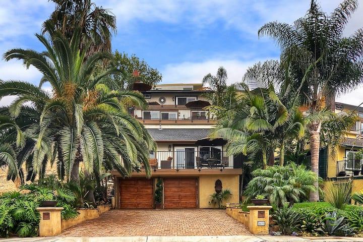 Contemporary Condo w/ Outdoor Living Area - Two Blocks to Beach Access!