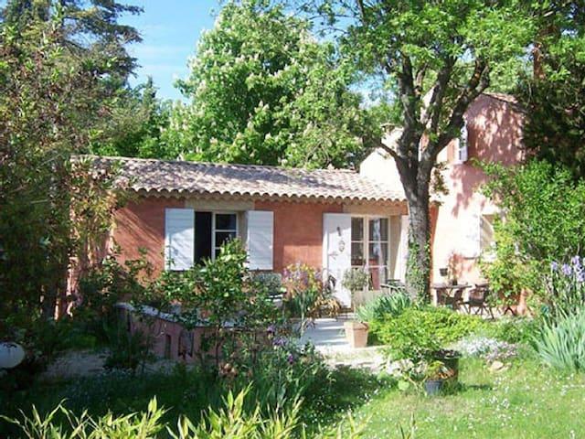 Luberon. Maison de charme,piscine,parc,vue château - Mirabeau - 一軒家