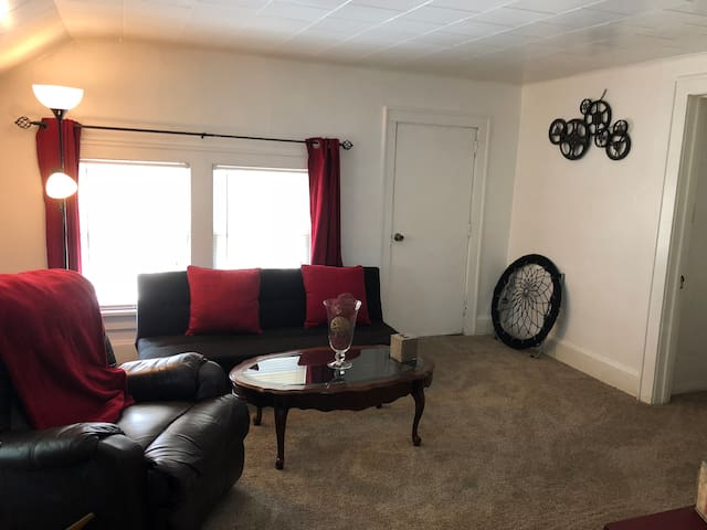 2 bedroom upper -Racine
