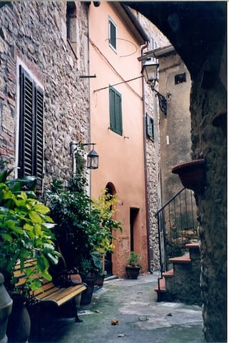 IN A TRADITIONAL TUSCAN HOUSE OF CHARACTER