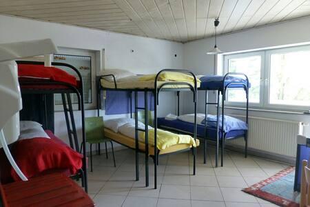 Günstiges 6-Bettzimmer für Gruppen - Münnerstadt - Hus