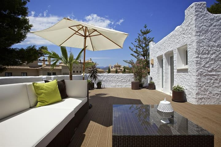 Stunning Townhouse x3 Bedroom Luxury Sleeps 6