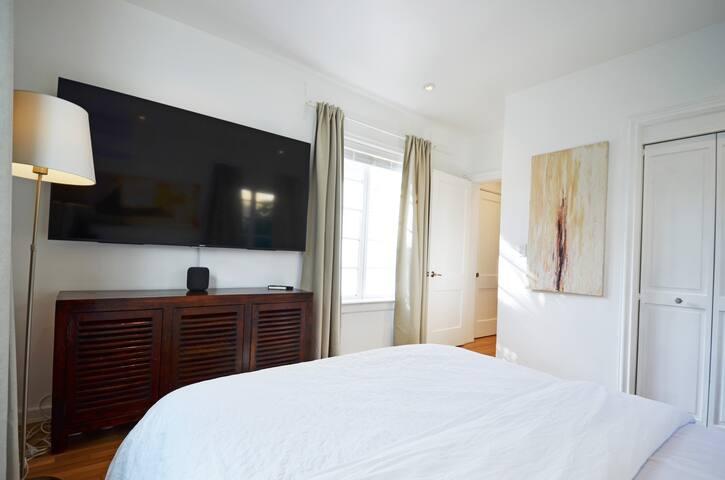 Garden View 1bd Luxury Apartment