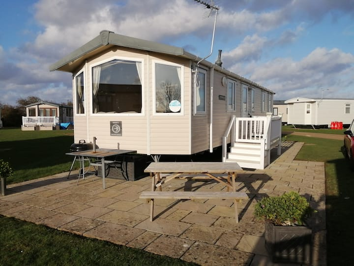Haven Hopton Holiday pk: CARAVAN with a sea view.