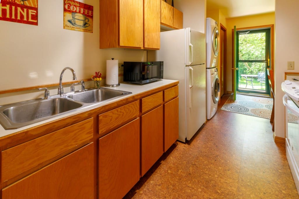 Full kitchen, private laundry