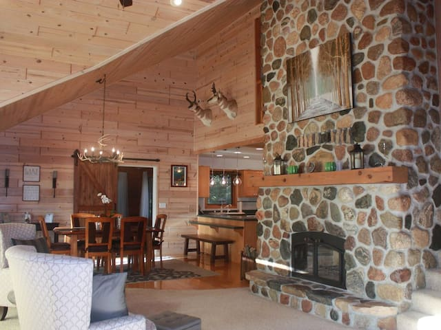 Elegant vacation home on Lake Lucerne, Crandon WI