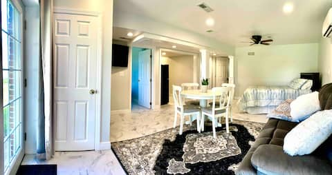 Rachel's Escape Private Suite -Newly Remodeled!