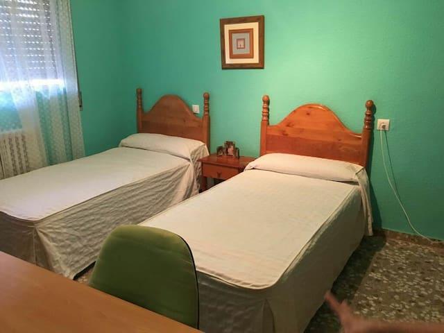 PISO DE 4 DORM. CERCA DEL CENTRO - Albacete - Apartment
