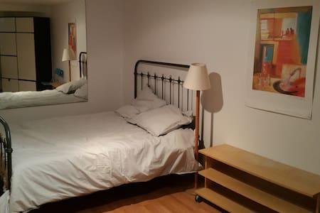 Very quiet large bedroom - Le Mesnil-le-Roi