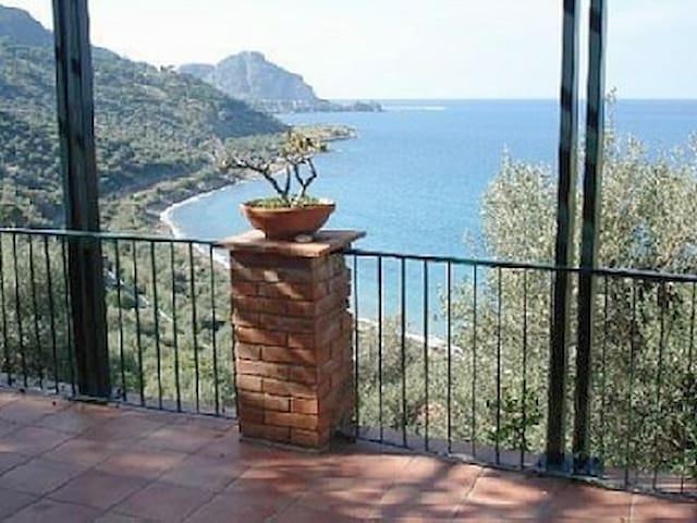 Villa con vista mozzafiato sulla baia di Cefalù. - Cefalù - Maison