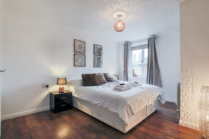 New Cross Apartment by Emerald - 2 Bedrooom-Apt